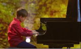 عازف البيانو المبدع ابن 8 سنوات