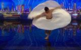 شاب يرقص البالية بغاية الروعه والجمال