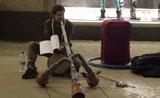موهبة عزف على آلة غريبة في برلين