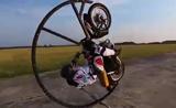 أروع الحركات الجنونية والاحترافية على الدراجة النارية