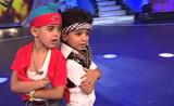 مباراة رقص وغناء من طفلين رائعين